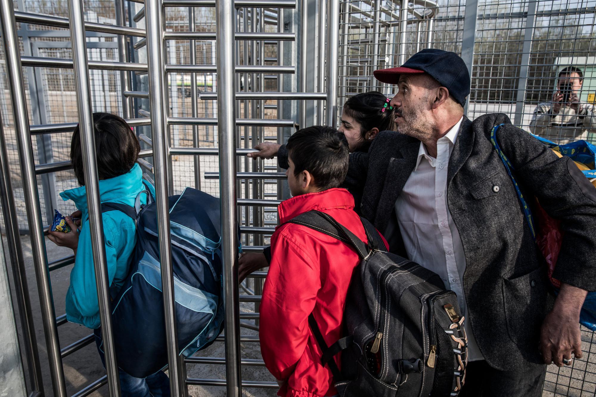 """Венгрия: """"транзитные зоны"""" для мигрантов - это вовсе не концлагеря (подборка новостей с сайта правительства Венгрии) (Podvalny)"""
