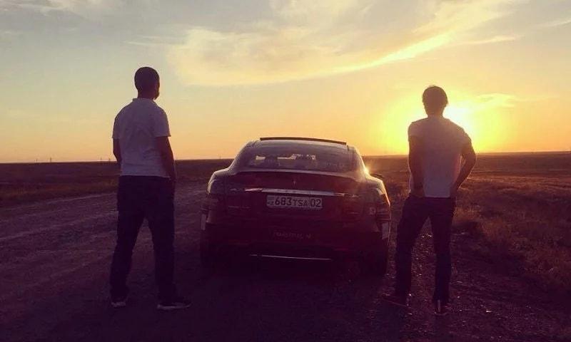 Электрокар не смог одолеть казахстанские дороги (nehnah)