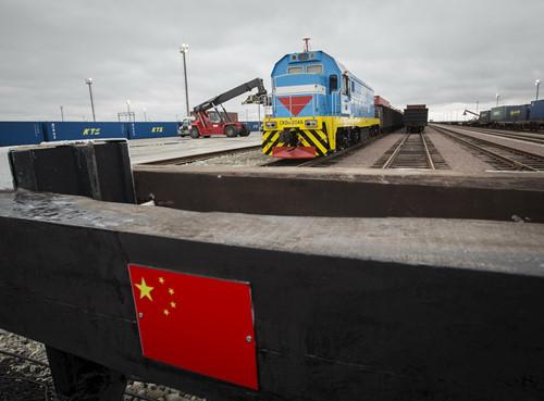 Объем железнодорожных грузоперевозок в Китае упал в 2015 году на рекордную величину (кислая)