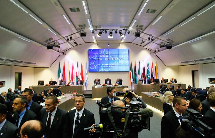 ОПЕК официально объявила о сохранении добычи на текущем уровне (кислая)