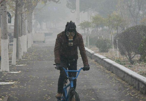 На китайский город Шэньян опустился сильнейший смог, уровень опасных частиц в воздухе выше нормы 56 раз (Владимир Маслов)