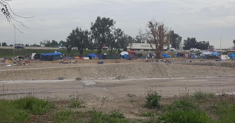 Палаточный городок бездомных в Калифорнии - шокирующие кадры (кухарка)