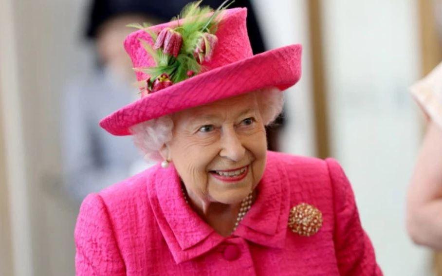 Бабушка здорова! Неизвестный попытался пробраться в спальню Елизаветы II (Postulat)