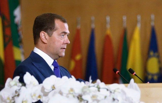 Медведев допустил переход к четырехдневной рабочей неделе (Postulat)