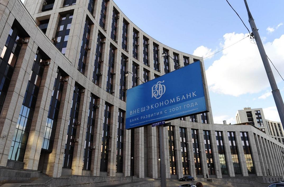 """Bloomberg: некогда могущественный банк Путина, финансировавший его проекты, теперь сам """"на колоде для рубки мяса"""". (Шахерезада)"""