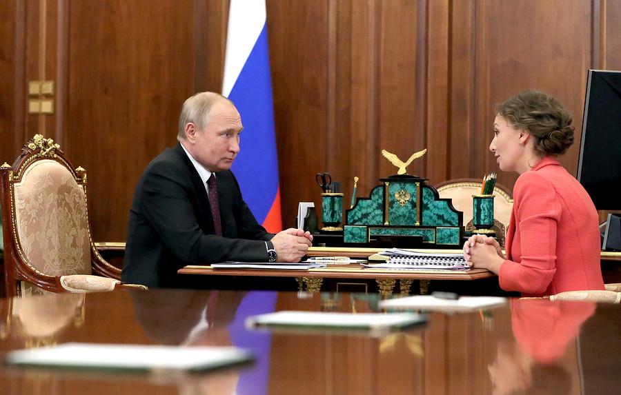 Кузнецова сообщила о снижении рождаемости в России на 15% за два года (Салмин Эдуард)