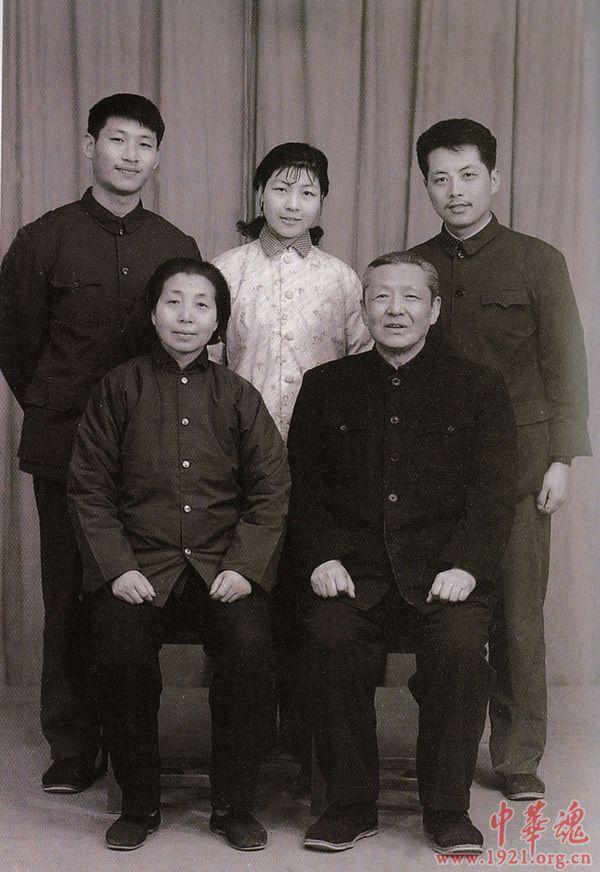 Толстости жизни партии власти в Китае, - на примере семьи «зеков» (shed)