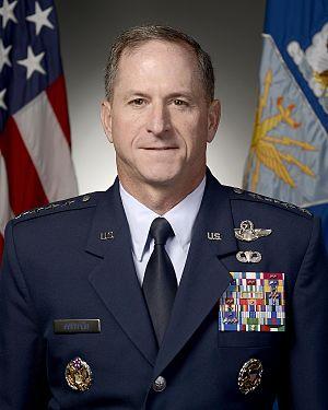 Сбитый летчик-еврей - идеальная кандидатура для начальника штаба ВВС США (Bledso)