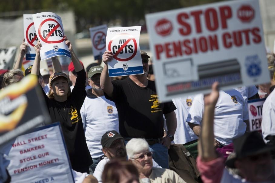 США: Один из самых больших пенсионных фондов угрожает сократить выплаты - денег нет! (alexsword)