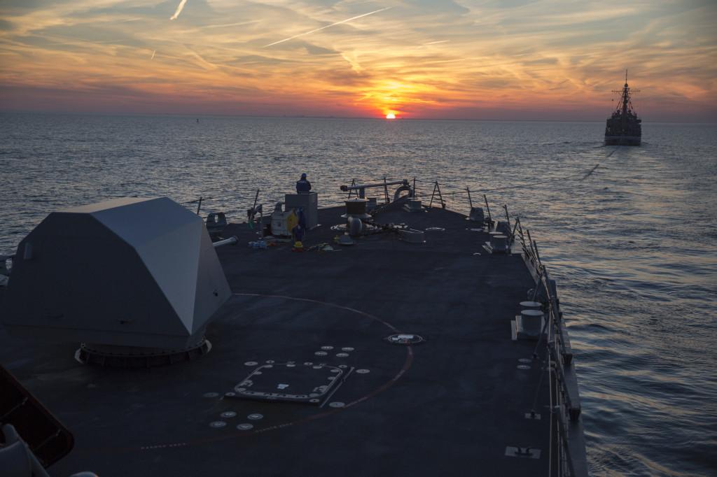 США: Новый эсминец сломался на 3-й неделе и теперь бороздит океаны на *буксире* (alexsword)